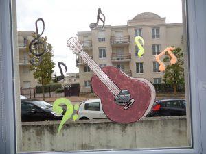 décoration musicale aux Crèches La Fée des Sourires et Pomme d'Happy
