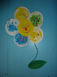 arbre à papillons décorés pour le printemps à La Fée des sourires crèche à Dijon
